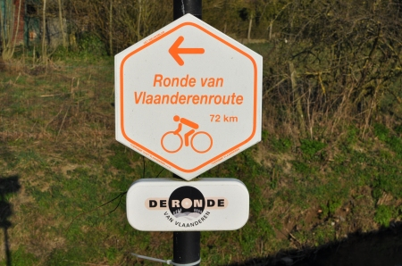 tour of flanders route sign